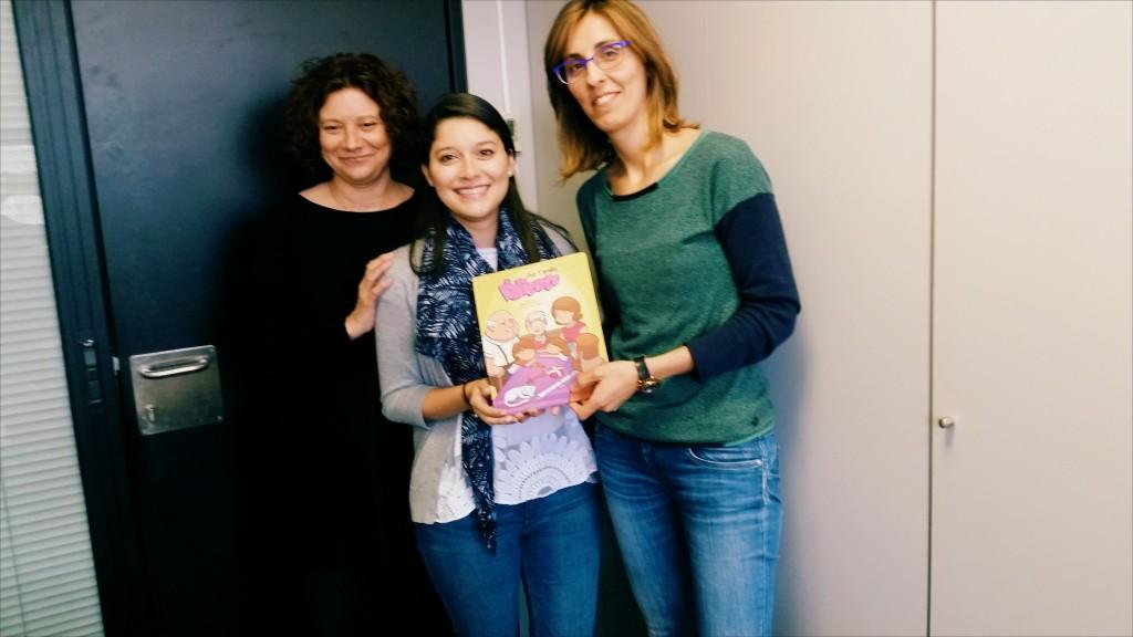 La autora de una Familia Valiente Máster. Giulianna Brenes con la Dra. Andreu y la Dra. Martínez